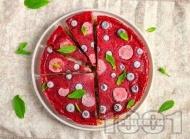 Рецепта Веган торта чийзкейк с основа от орехи и фурми и два вида крем – лимонов и с горски плодове